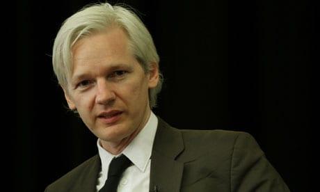Assange diz que deixa embaixada se perder processo