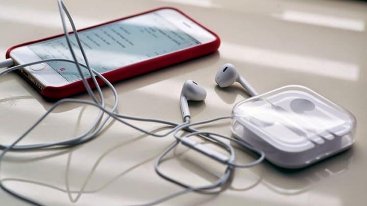RUMORES - Apple pode eliminar o fone de ouvido do iPhone 7 para ficar mais fino