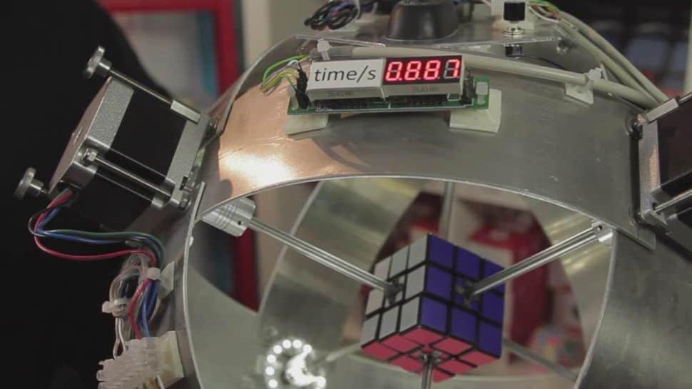 Máquina resolve cubo mágico em 0887 segundos e supera recorde mundial