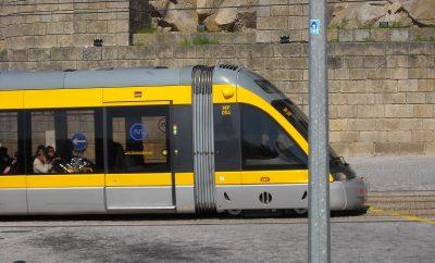 Metro_do_Porto_na_saída_da_Ponte_D._Luís_I