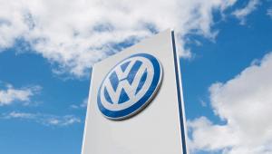 A Volkswagen vai pagar aos alemães para abandonarem os seus carros mais poluentes