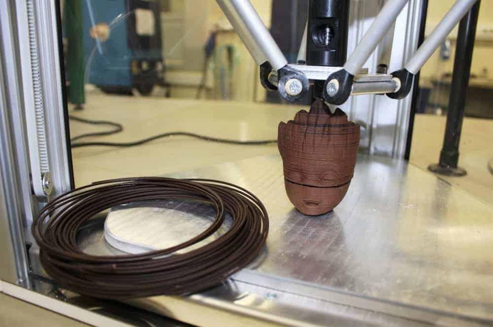 O novo filamento e o primeiro objeto impresso