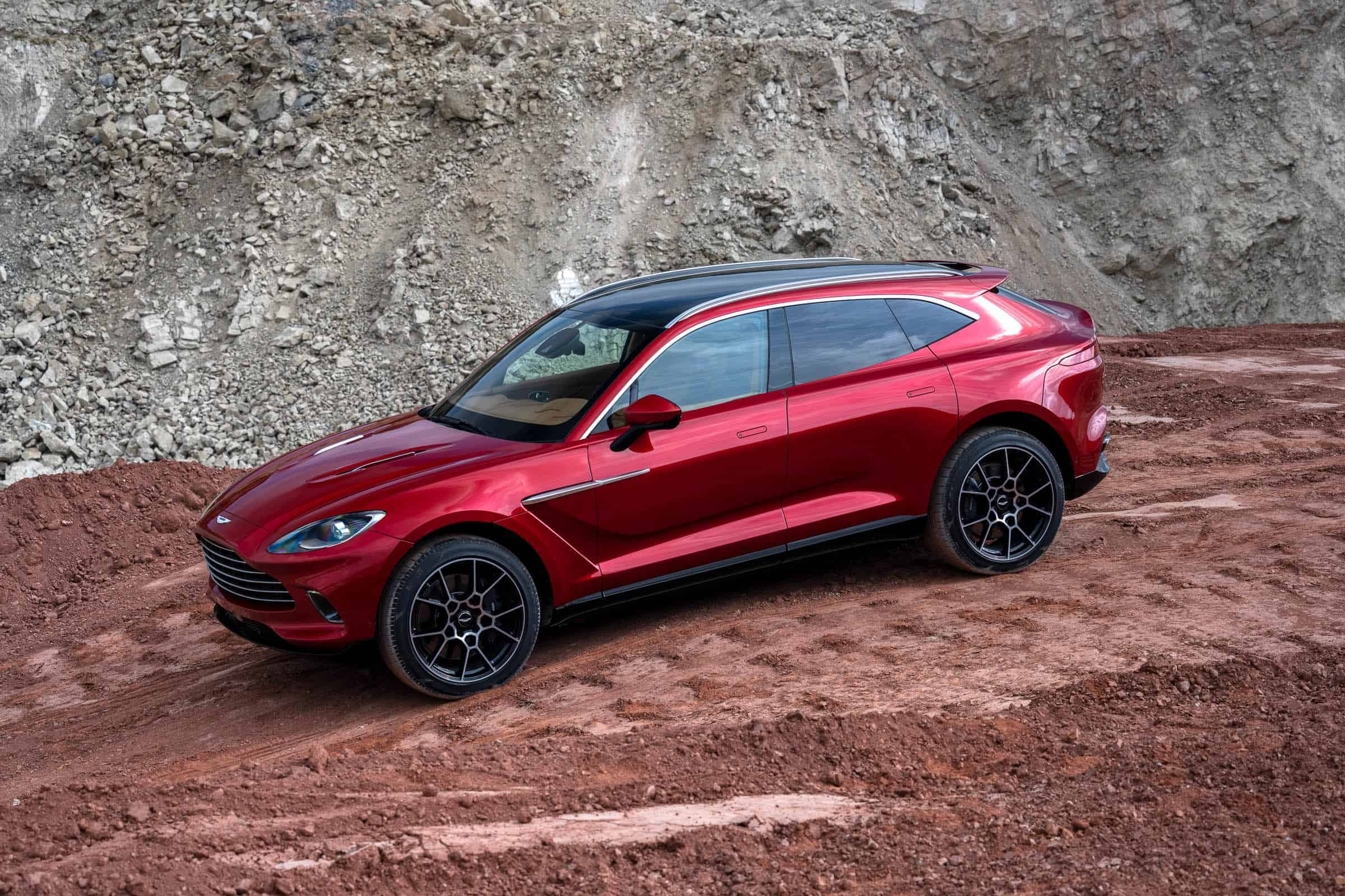Aston Martin and his first SUV, an all-star off-road!